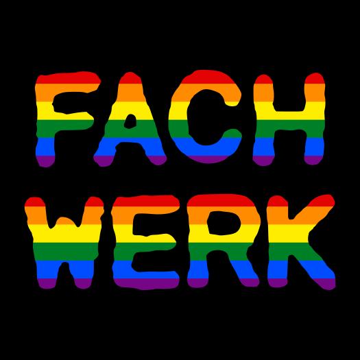 Fachwerk mit Regenbogenflagge im Hintergrund